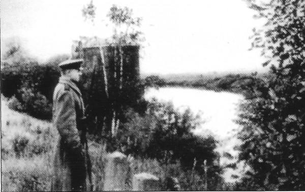 Часовой у водоприёмника Рублёвской водопроводной станции. 1941 год
