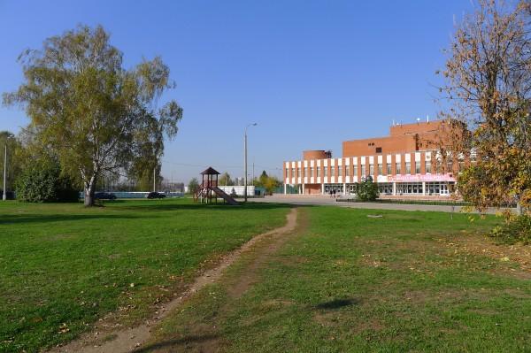 Пространство перед Домом культуры. Октябрь 2010 года